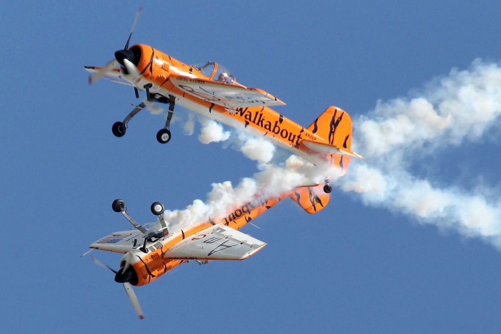 Tiger Airshows – Twin Tiger Aerobatic Team